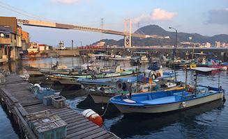 壇ノ浦漁港の船だまり